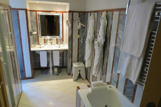 Las Casas de La Juderia: Bathroom