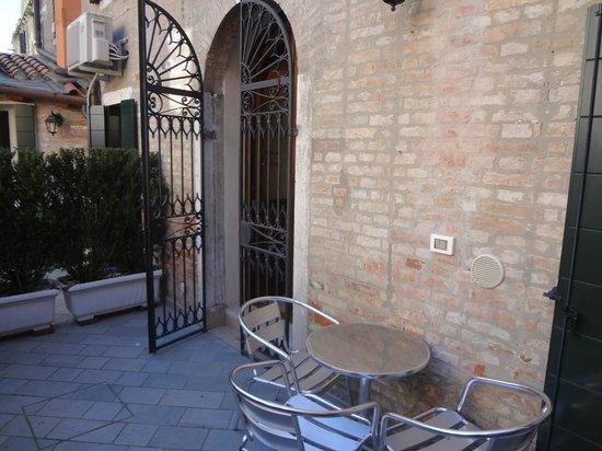 Corte dei Santi: В саду