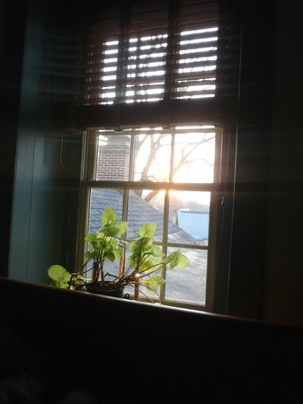 Brownstone Colonial Inn: Sunrise from window of Grandma's Room