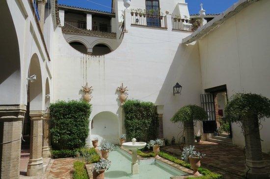 Las Casas de La Juderia: Hotel courtyard