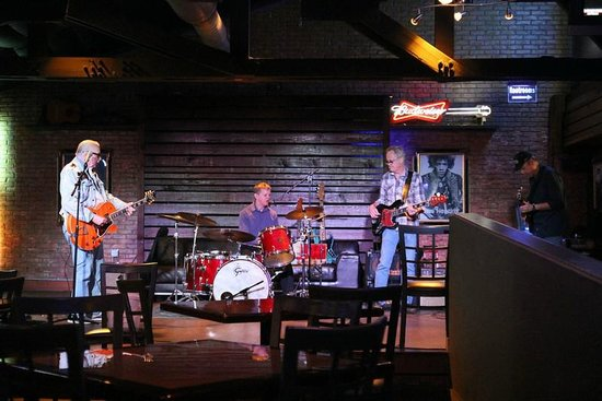 Best Western Plus Austin City Hotel: Blues band session in the Blue Moon Bar and Grill