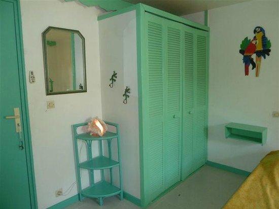 Les Jardins de Pointe Noire : Chambre verte, climatisée, lit 160cm