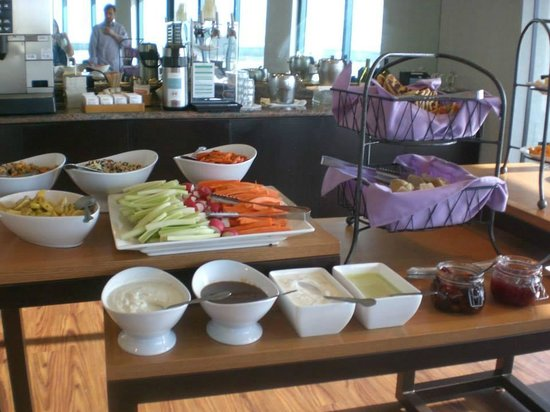 Hyatt Regency San Francisco Airport - Burlingame: Evening appetizers in Regency Club Lounge