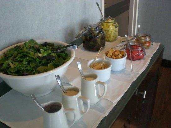 Hyatt Regency San Francisco Airport - Burlingame: Salad bar in Regency Club Lounge