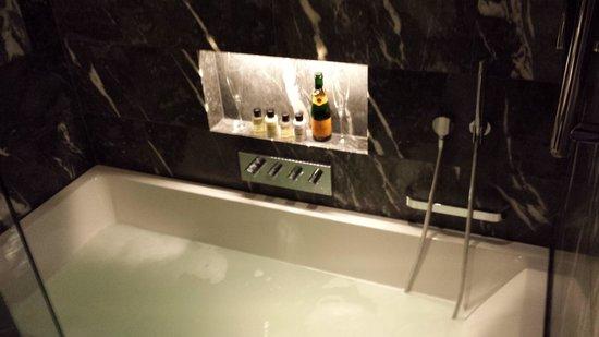 South Place Hotel: Bathroom
