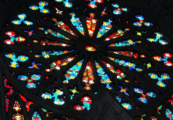 Basílica: one of many stained glass windows