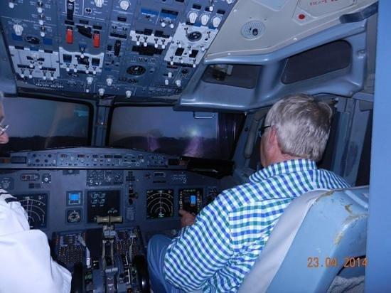 Flight Simulators Midlands: Me on the left !