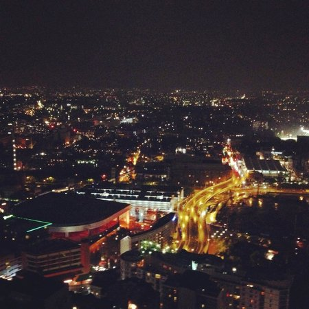 Meriton Serviced Apartments Kent Street: nightview from the terrace
