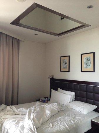 Meriton Serviced Apartments Kent Street: master bedroom