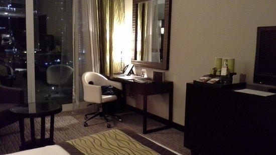 Movenpick Hotel Jumeirah Lakes Towers: номер