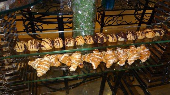 Anwar Al Madinah Movenpick Hotel : breakfast