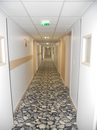 Best Western Plus Hyeres Cote D'Azur : corridoio