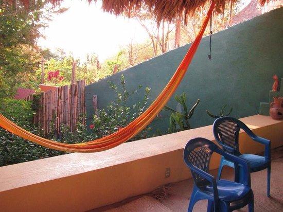Posada Mazuntinas: Hammock on cabana terrace