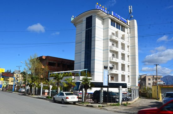 White Dream Hotel: Hotel from outside