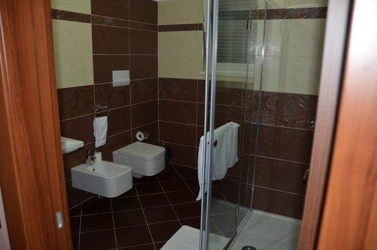 White Dream Hotel: The bathroom