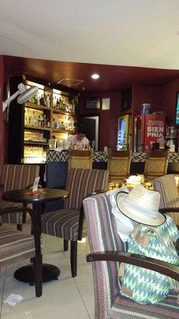 Howard Johnson Plaza Hotel Las Torres: Un bar pequeño pero muy ameno