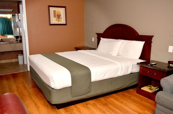 Dynasty Suites Hotel : King Bed