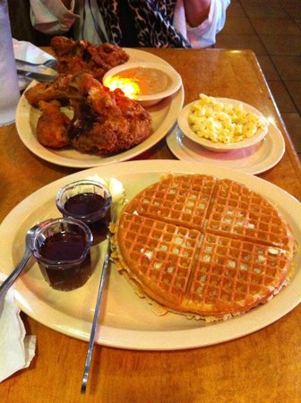Roscoe's House of Chicken & Waffles : excellent chicken and waffles