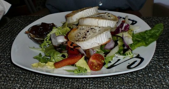 The Lounge at Pinoccios : Goats cheese salad