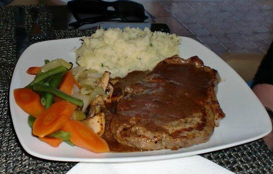 The Lounge at Pinoccios: Sirloin steak with corriander mash