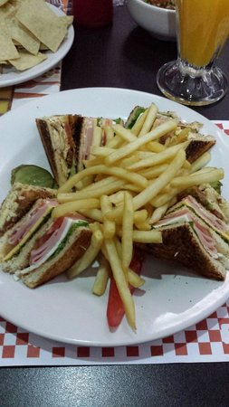 Howard Johnson Plaza Hotel Las Torres: Club sándwich