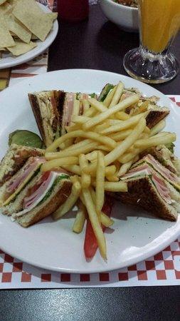 Howard Johnson Plaza Hotel Las Torres: Club sándwich
