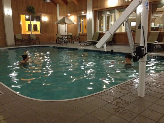 BEST WESTERN Port Columbus: Pool time