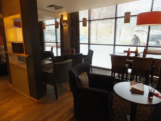Premier Inn Durham City Centre: Bar area