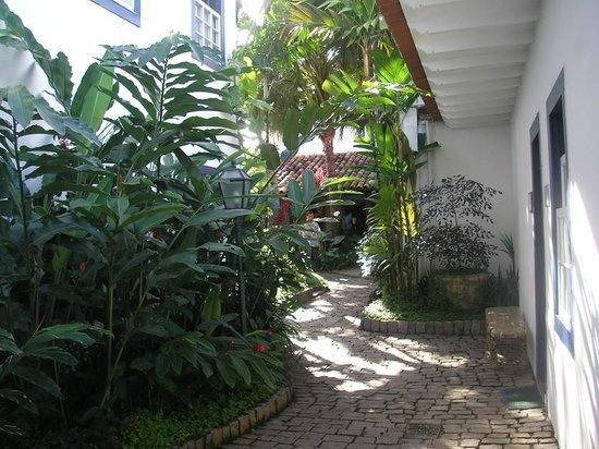 Pousada Porto Imperial: jardines de la pousada