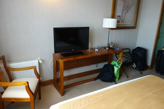 Hotel Rey Don Felipe : tv and room