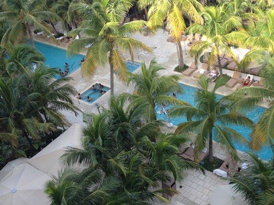 Grand Beach Hotel: Vista de la pileta desde la terraza