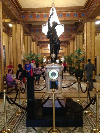 The Roosevelt New Orleans, A Waldorf Astoria Hotel: The main lobby of the Roosevelt with their famous clock.