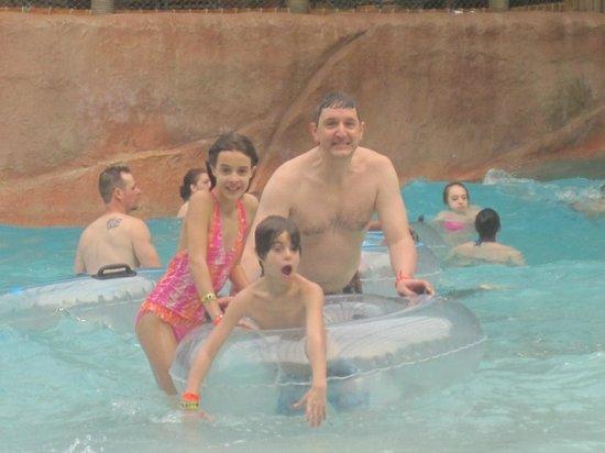 Kalahari Resorts & Conventions: Wave pool was fun!
