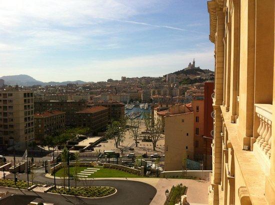 InterContinental Marseille - Hotel Dieu: Notre Dame de la Garde veille sur Marseille.