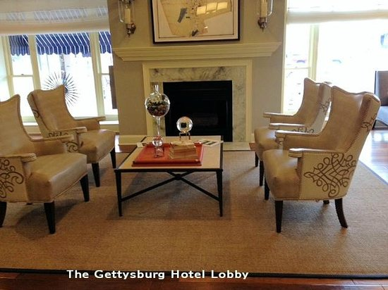 Gettysburg Hotel: SItting/reading area in lobby