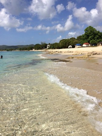 Colony Cove Beach Resort : April 2014 Dorsch Beach - West side of St Croix. Notice the clear water