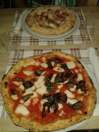 Pizzeria da Gaetano: Pizza con le melanzane e pizza con bordo ripieno