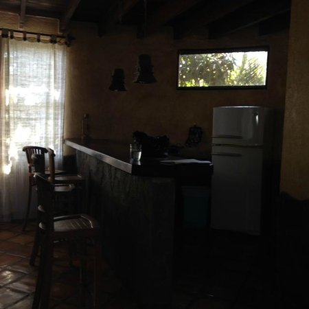 Hotel Mamiri: Kitchen and bar area in upstairs apartment.