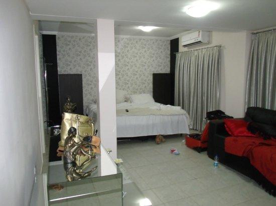 Maria Ricca Palace Hotel: quarto amplo