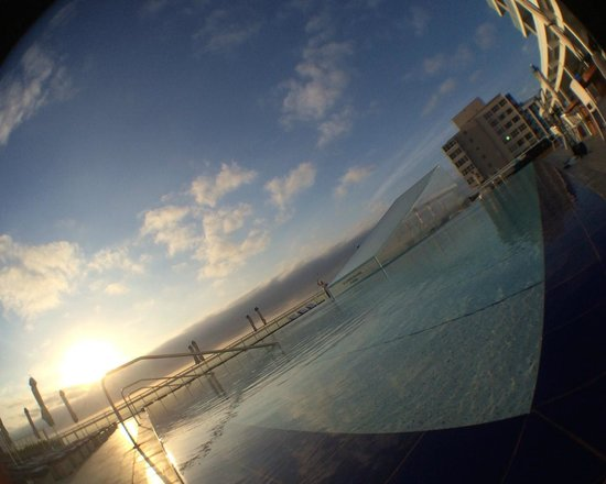 W Fort Lauderdale: Front pool early morning