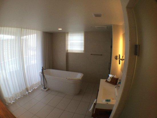 W Fort Lauderdale: Bathroom 911