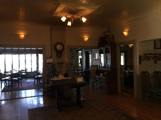 The Norwich Inn: Lobby and reception inside the old Inn building