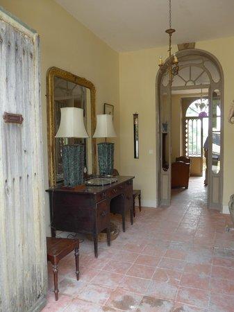 Manoir le Bigourda: Entrance Hallway