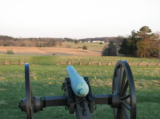 Manassas National Battlefield Park : Federal cannon looking toward Confederate position