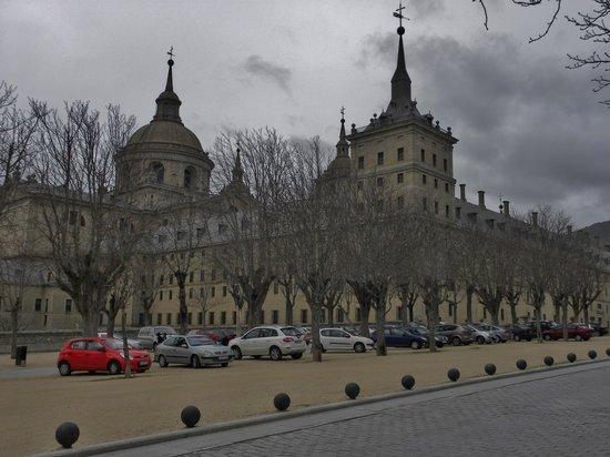 Monasterio y Sitio de San Lorenzo de El Escorial: A Must See attraction