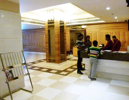 Hometel Chandigarh: lobby