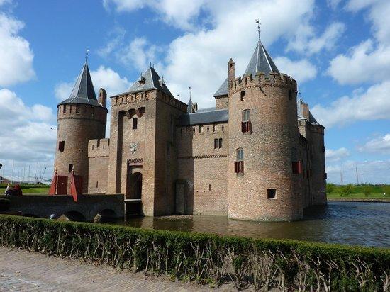 Muiderslot: a fairy tale castle