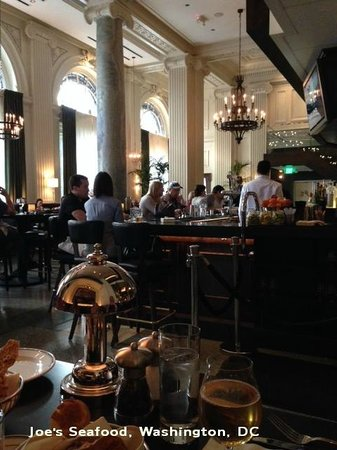 Joe's Seafood Prime Steak & Stone Crab: View of the lovely bar