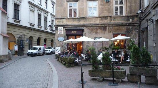Cafe Camelot : Sitzplätze auf dem Gehweg