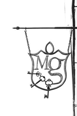 Albergo diffuso Monte Granatico: L'insegna
